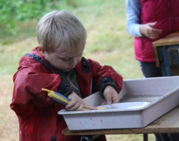 vaisselle à la cendre : même les enfants peuvent le faire !