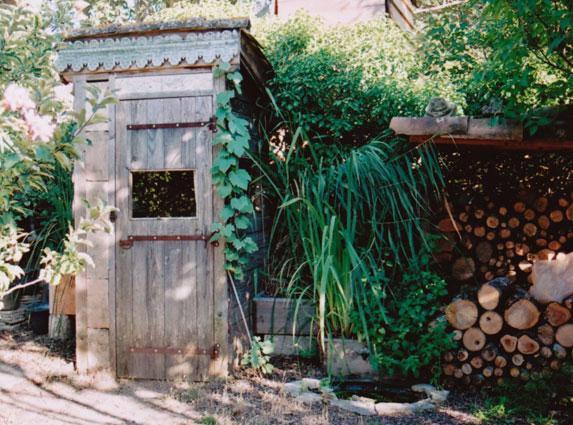 toilettes sèches au jardin d'Aujargues